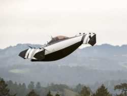 THE FLYING CAR THAT YOU SUPPOSEDLY DON'T NEED A LICENSE FOR. WANT ONE?